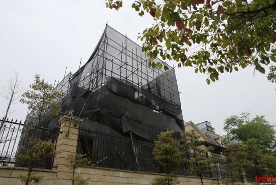 万科五龙山农村成违建别墅乐园:有家却像流浪汉一样简易围墙业主别墅图片