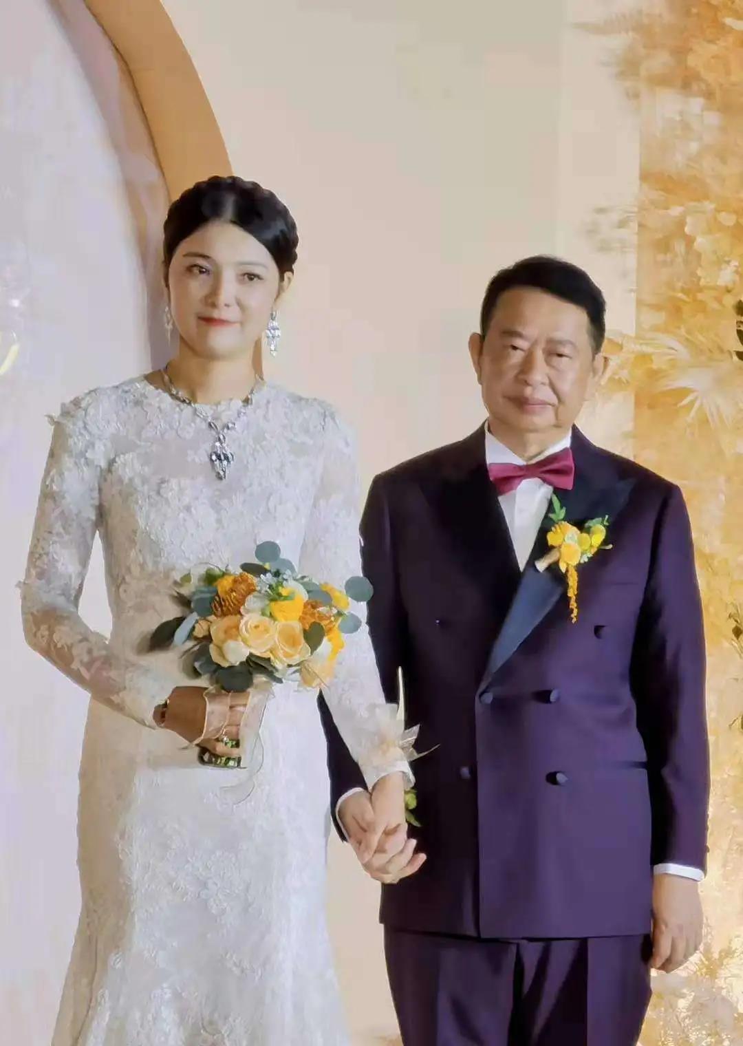 紫金矿业董事长再婚飞起:男63岁合体技,女38岁
